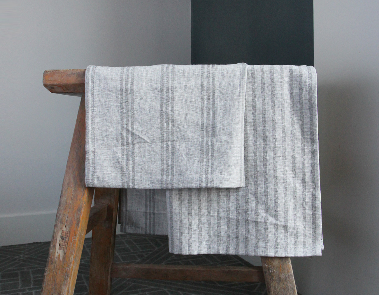 STRIPE PLACEMAT SET _LIGHT GRAY
